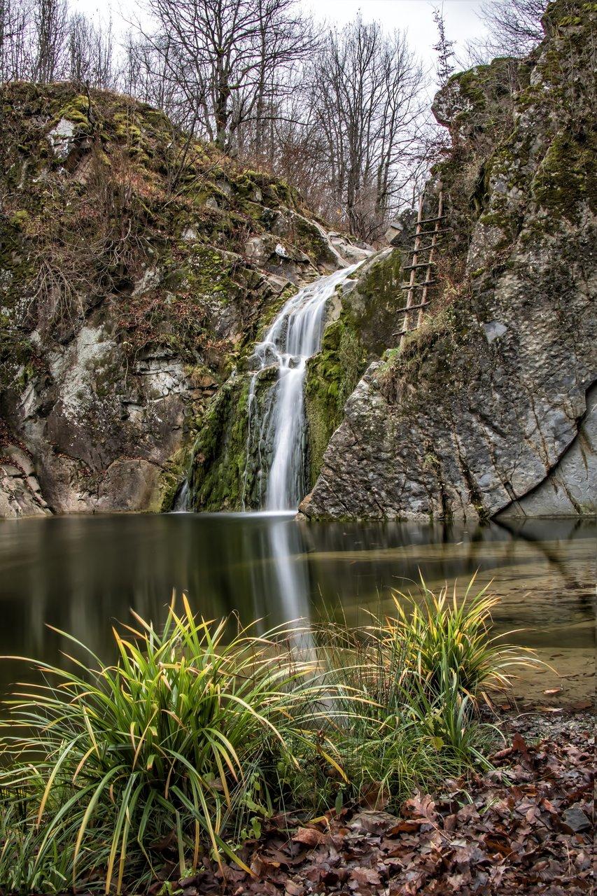 водопад скокът