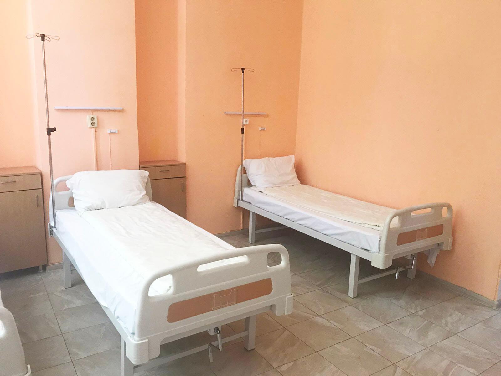 легла за оборудване специализираните боксове в лечебното заведение предназначени за лечение на пациенти съмнителни и потвърдени с COVID-19
